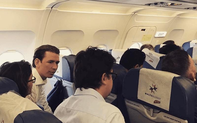 ระหว่างเดินทางด้วยเครื่องบิน