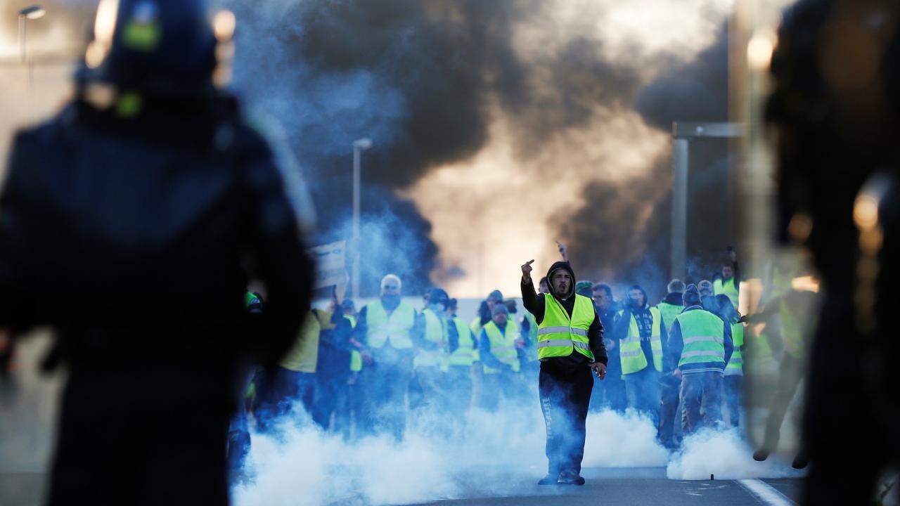 กลุ่มคน 'เสื้อกั๊กเหลือง' ชุมนุมประท้วง ป่าวร้องว่าฝรั่งเศสกำลังขัดข้อง