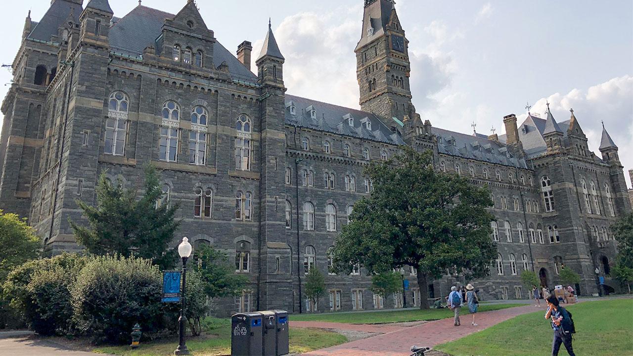 คอร์รัปชันมาตั้งแต่วัยเรียน: จากแป๊ะเจี๊ยะถึงสินบนเข้ามหา'ลัยดัง — บทสะท้อนความเหลื่อมล้ำในระบบการศึกษาสหรัฐฯ