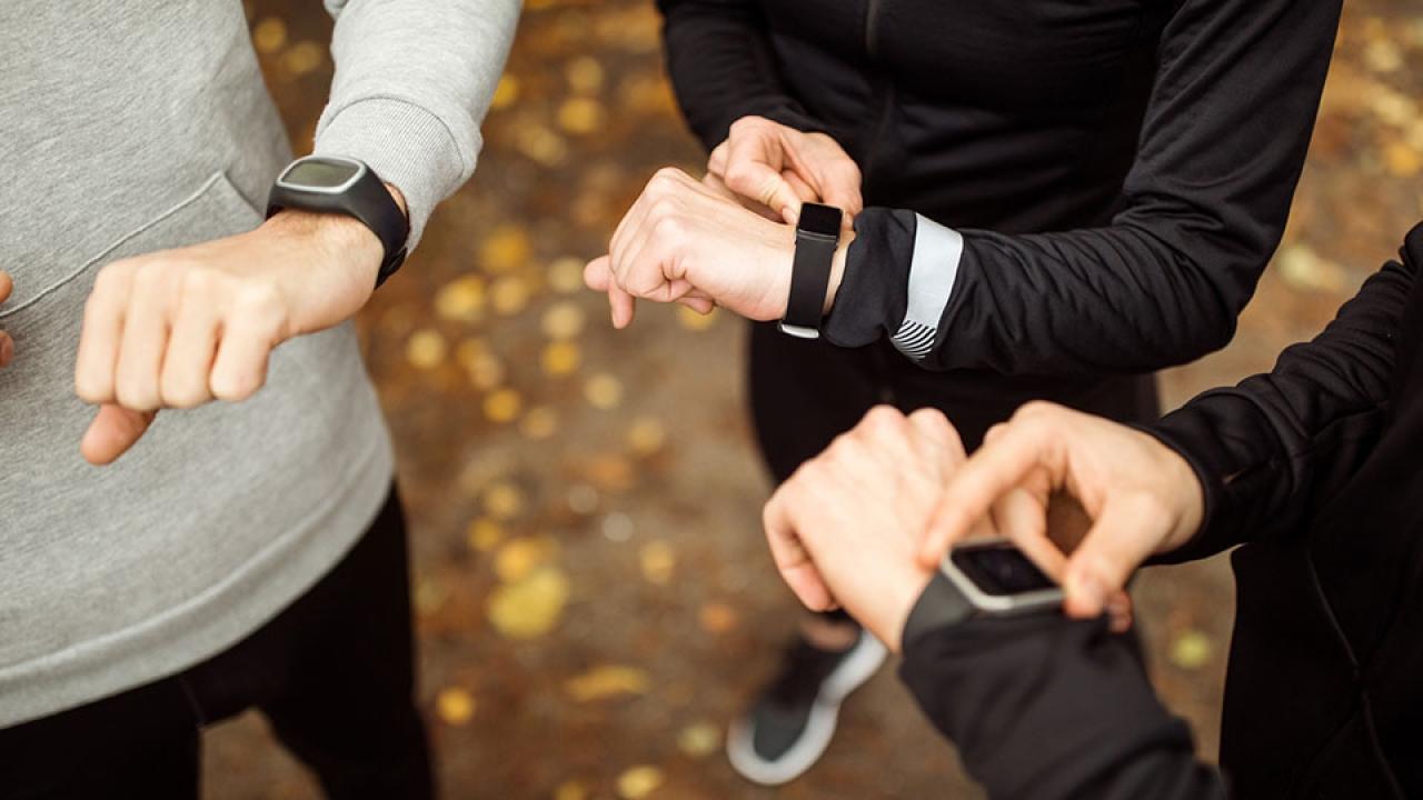 Fitness tracker หรือ อุปกรณ์วัดระยะวิ่ง แต่ละยี่ห้อ แม่นแค่ไหน?