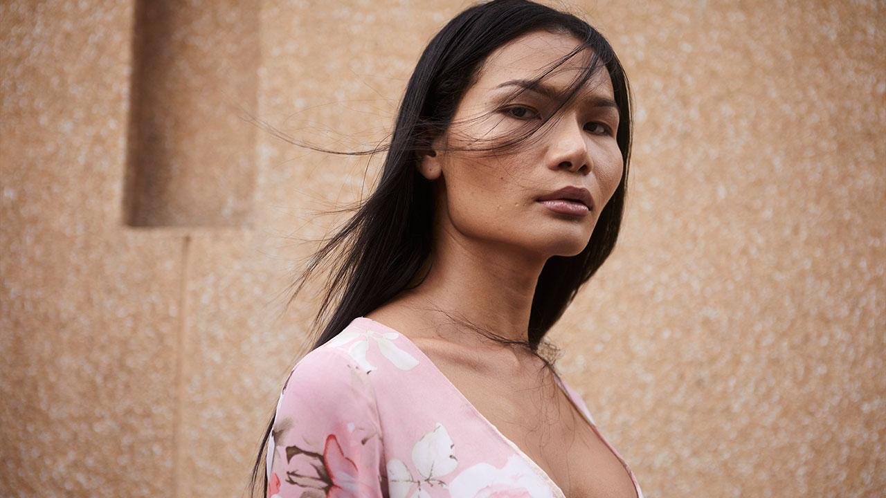 มีมี่ เทา นางแบบสาวข้ามเพศแห่งนิวยอร์ก และความสัมพันธ์ hate/love  กับเมืองไทย | THE MOMENTUM
