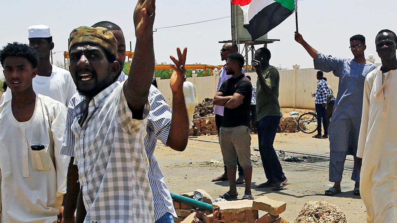 วิกฤตซูดานยืดเยื้อ ประชาชนเสียชีวิตแล้วนับร้อยราย คณะรัฐประหารยื้อไม่ให้มีรัฐบาลพลเรือน