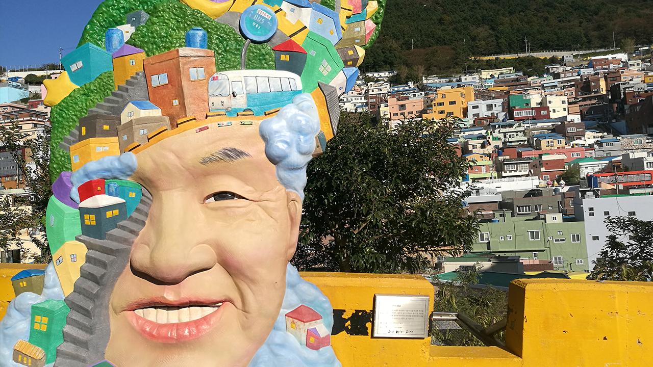 เดินเล่นในคัมชอน วิลเลจ หมู่บ้านที่เปลี่ยนสลัมบนเนินเขาให้เป็นหมู่บ้านศิลปะ