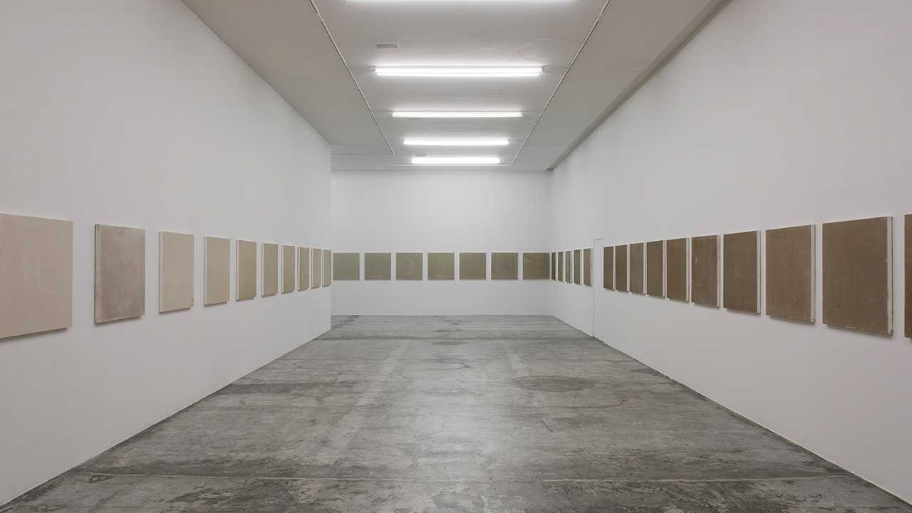 52 CANVASES EXPOSED TO THE AIR OF MEXICO CITY  ศิลปะที่สร้างจากมลพิษในอากาศ