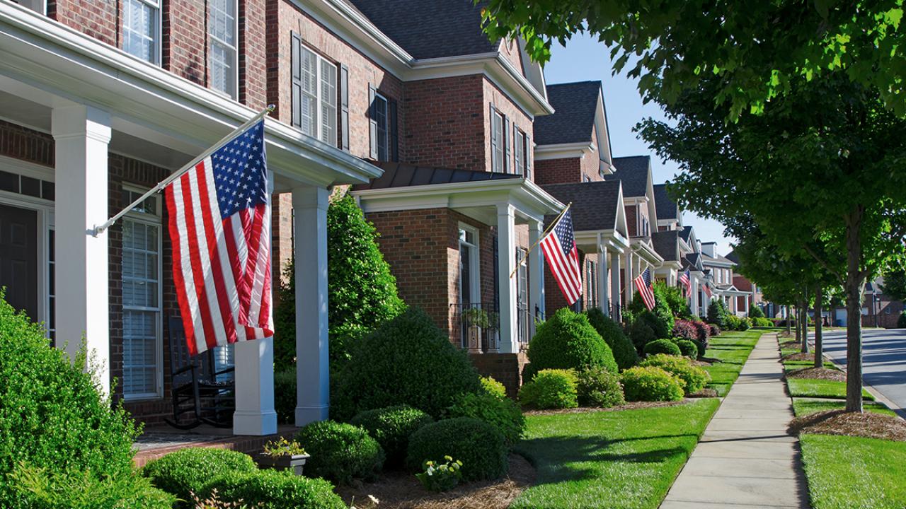เมื่อทหารส่วนใหญ่ไม่มีบ้านเป็นของตัวเอง บทเรียนจากโครงการบ้านจัดสรรเอกชนในค่ายทหารสหรัฐฯ